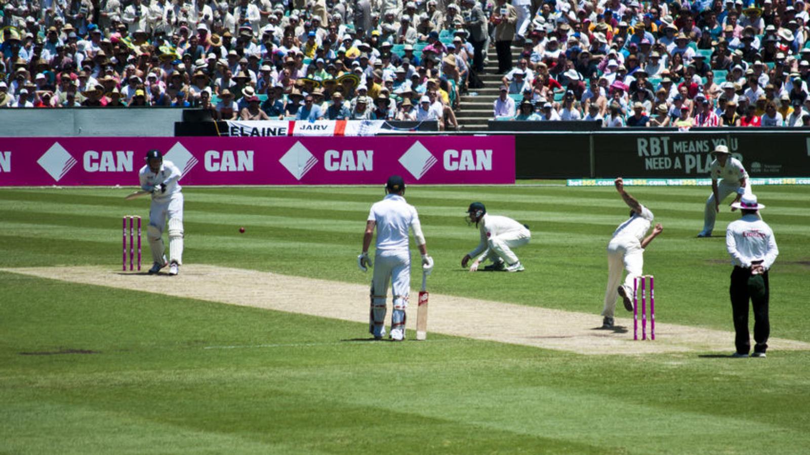 35881565 - sydney,australia - january 4: australias nathan lyon bowls on the last ashes test match at sydney cricket ground,australia on january 4, 2014